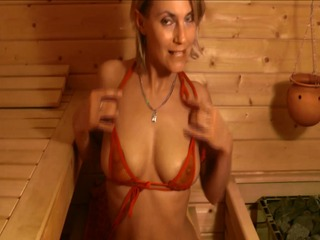 Big Dildo Show in der Sauna!