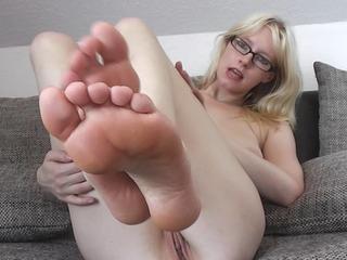 Spritz auf meine kleinen Füße!