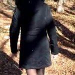 Öffentlich im Wald gepisst