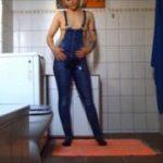 Latz Jeans mit Pisse
