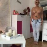 Mega Piss in die neue Jeans Hose inc. Orgasmuss